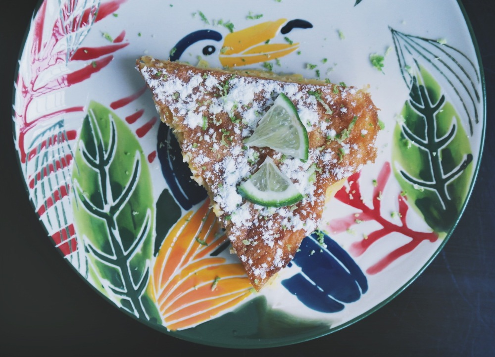 Gâteau de maïs parfuméau citron vert et à la tequila (Pastel de Elote) dessert mexicain
